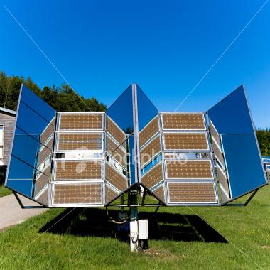 ist2_3420073-solar-panels-in-nature-03
